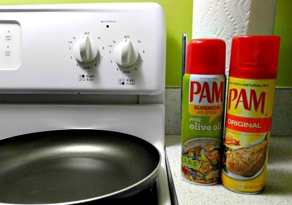 Ahorrando tiempo y haciendo fácil la limpieza de las ollas y sartenes con PAM. Receta de tortilla de huevos con vainitas y jamón.