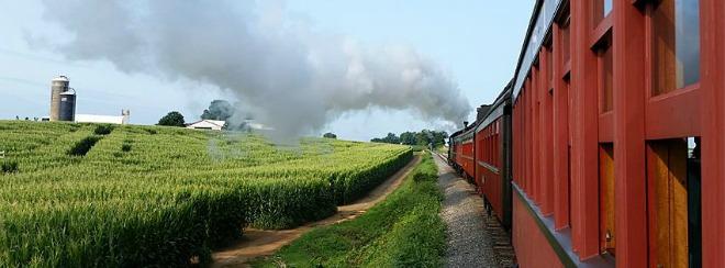 Strasburg Rail Road te lleva a un corto paseo para admirar los hermosos paisajes del lugar. Otro de los mayores atractivos para visitar en familia en Pennsylvania.