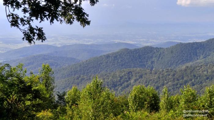 Algo nublado, pero aún asi la vista es espectacular desde el Skyline Drive en Virginia