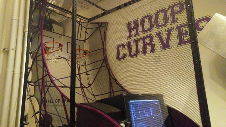 Tiro al baloncesto mediante un robot en el museo de las matemáticas Momath e New York