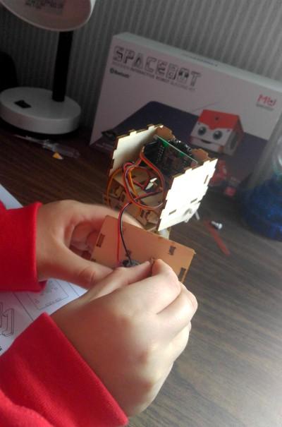 Construyendo el pequeño robot MU Spacebot