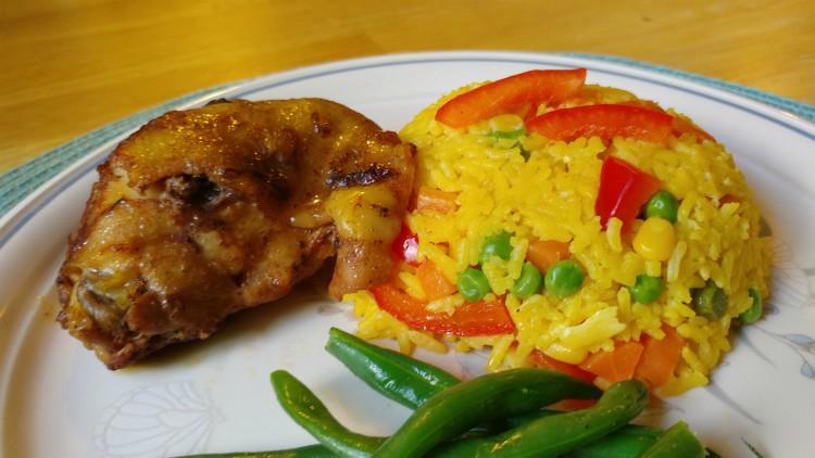 Cena rápida y deliciosa con pollo y arroz a la jardinera