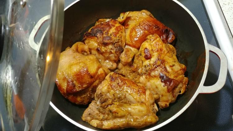Pollo Adobado marinado cocinado a la olla